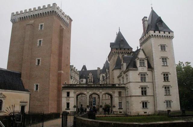 800px-64_-_Pau_Château